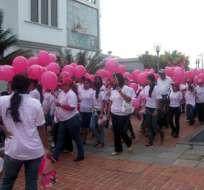 Más de dos mil personas aistieron a caminata contra el cáncer de seno