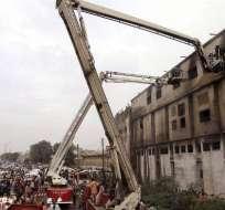 Casi 300 muertos en incendio de una fábrica textil al sur de Pakistán