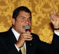 Correa anuncia que promoverá juicio por plagio, a pocos días del 30-S