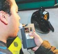 Conductores de buses son sometidos a pruebas de alcoholemia por la CTE