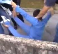 Video de policías que se llevan a la fuerza a un niño crea polémica en Italia
