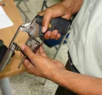 Estudiante es encontrado con un arma en Los Ríos