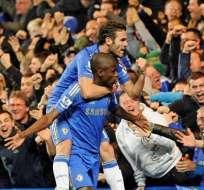 La policía investiga si el árbitro del Chelsea-United insultó a Mata