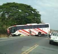 Un muerto y 31 heridos deja accidente en la vía Guayaquil-Manta