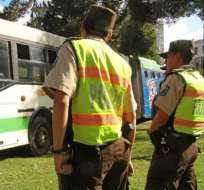 Autoridades suspenden el uso de los nuevos uniformes policiales