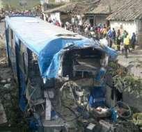 Tres muertos y más de 20 heridos en accidente en Ibarra