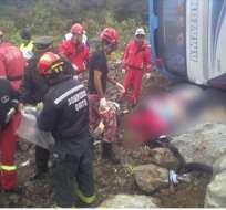 Una ambulancia cayó a una quebrada en vía a Papallacta
