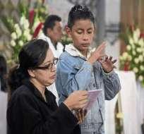 Sacerdotes católicos incorporan traducción simultánea para sordomudos en sus misas