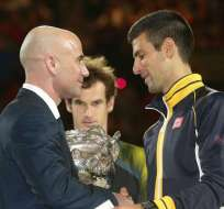 Djokovic vence a Murray e iguala el récord de Federer en Australia