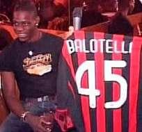 Balotelli deja el Manchester City y ficha por el Milán hasta 2017