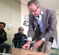 Candidatos Rodas y Acosta piden optimismo en jornada electoral de Ecuador