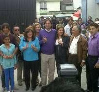 Norman Wray votó acompañado de su familia y candidatos a asambleístas