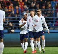 Festejo de Inglaterra tras ganar a Montenegro.