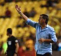 El entrenador de Defensor Sporting fue autocrítico con el juego de su equipo. Foto: RODRIGO BUENDIA / AFP