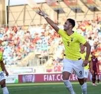 Campana festeja uno de sus goles ante Venezuela.