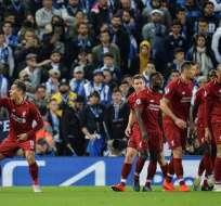 Jugadores del Liverpool celebran un tanto.
