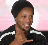 Ronaldinho anunció que en un año se retira del fútbol profesional.