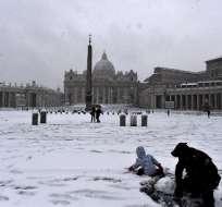 Decenas de entusiastas aprovecharon la nevada en Italia. Foto: AFP