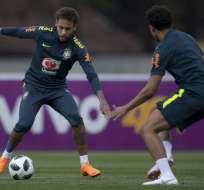 El brasilero Neymar aún se recupera de una cirugía en el pie derecho. Foto: AFP