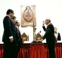Perú: asume nuevo fiscal entre controversia
