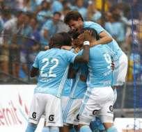 Jugadores del Sporting Cristal, celebrando un gol.