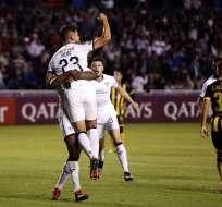 Nicolás Freire de Liga celebra el primer gol del partido. Foto: API.