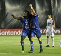 Roberto Ordóñez y Carlos Garcés celebran uno de los tantos del equipo