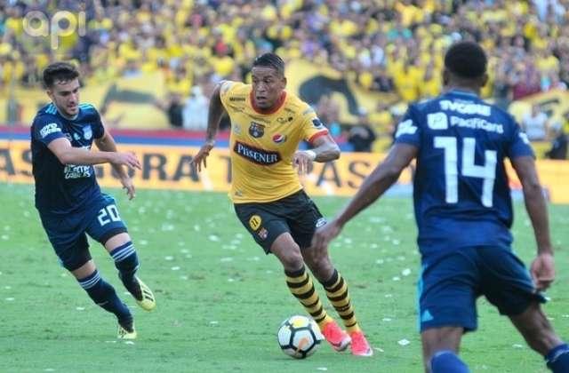 GUAYAQUIL, Ecuador.- Michael Arroyo asistió a Félix Torres en el gol tras cobrar un tiro libre. Foto: API