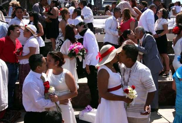 El 14 de febrero de 2018 varias parejas contraerán matrimonio civil en el norte de la urbe. Foto referencial / Internet