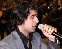 Aquí lo ves en una de sus facetas favoritas, cantándole a la Virgen de Guadalupe en el 2009.
