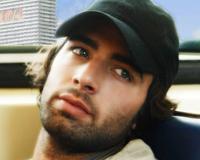 Su personaje en 'Más Sabe el Diablo' entre el 2008 y 2009 necesitaba esconderse de muchos, por eso se dejaba crecer la barba y utilizaba gorras.