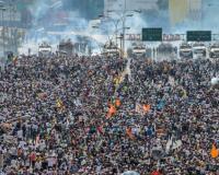 Activistas de la oposición marchan a lo largo de la autopista Francisco Fajardo  / Fotos: AFP