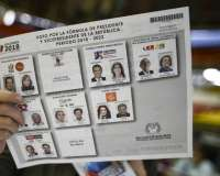 Un abogado con estudios en Estados Unidos y un exguerrillero disputarán la presidencia de Colombia en segunda vuelta. Foto: AFP