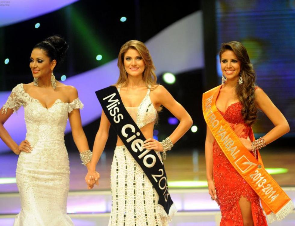 Guayaquil, 8 de Marzo del 2013. CONSTANZA BAEZ NUEVA MISS ECUADOR CON NATALY ARROBA QUE QUEDÓ SEGUNDA Y GIULIANA VILLAVICENCIO QUE QUEDÓ TERCERA . En el Teatro Centro Civico se realiza Miss Ecuador 2013.
