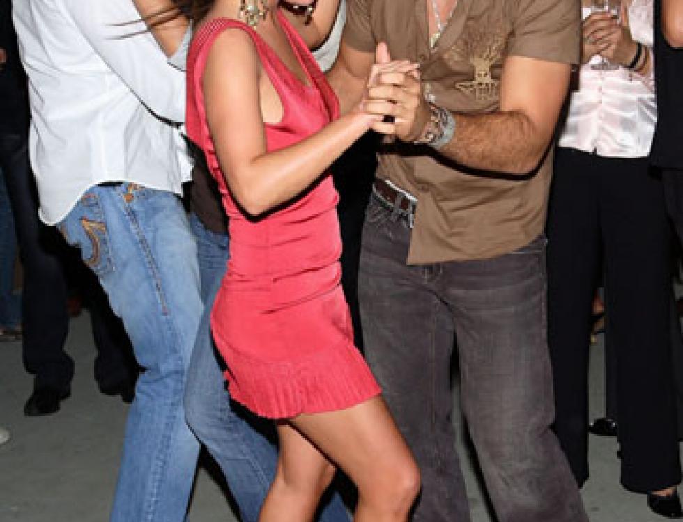 Como casi todos los cubano estadounidenses, Jencarlos tiene el gen de bailarín.