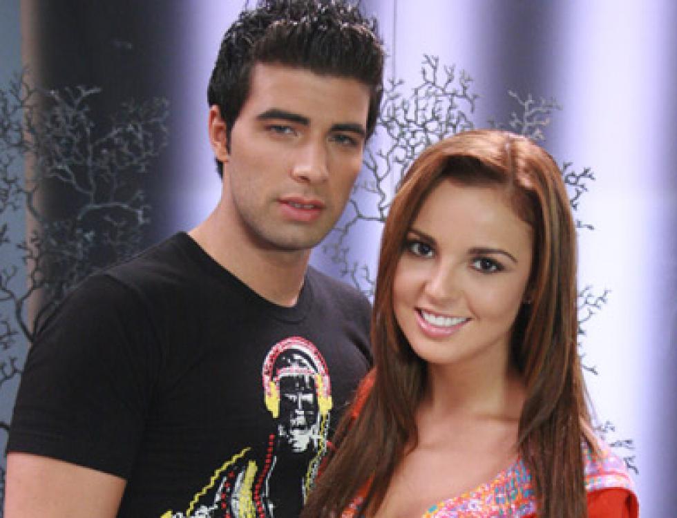 Jencarlos tan profesional como emprendedor formaba parte del elenco juvenil de 'Pecados Ajenos' y sin duda aquí se nota en su estilo de vestir.