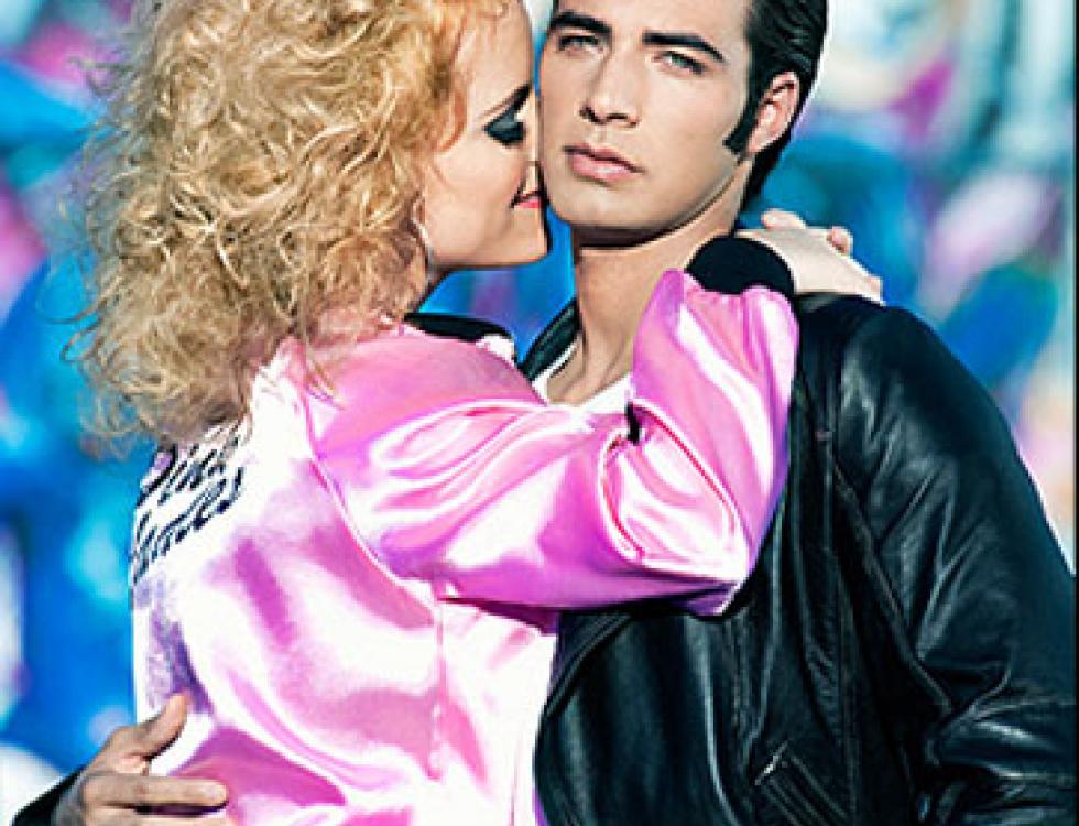 """Al estilo de """"Grease"""", Jencarlos posa para la edición de Los Más Bellos de """"People en Español""""."""