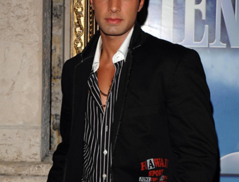Aquí lo vemos posando para el estreno de la producción de Telemundo 'Pecados Ajenos' en el 2007, donde empezó su verdadera carrera en la novelas.