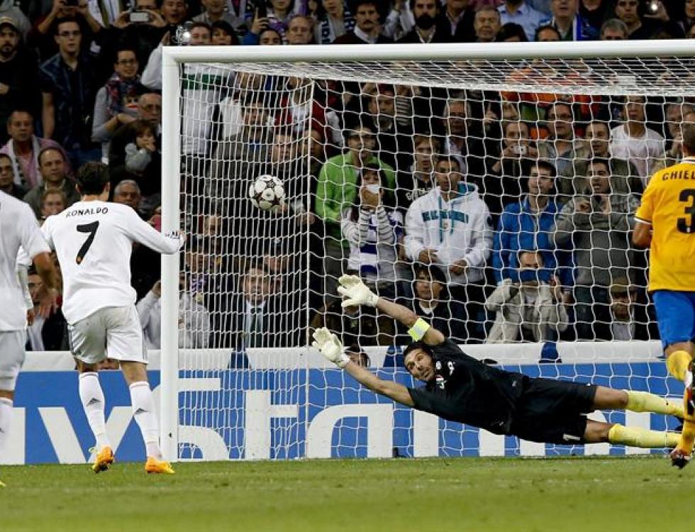 Cristiano Ronaldo vence a Buffon, arquero de Juventus. Foto: EFE