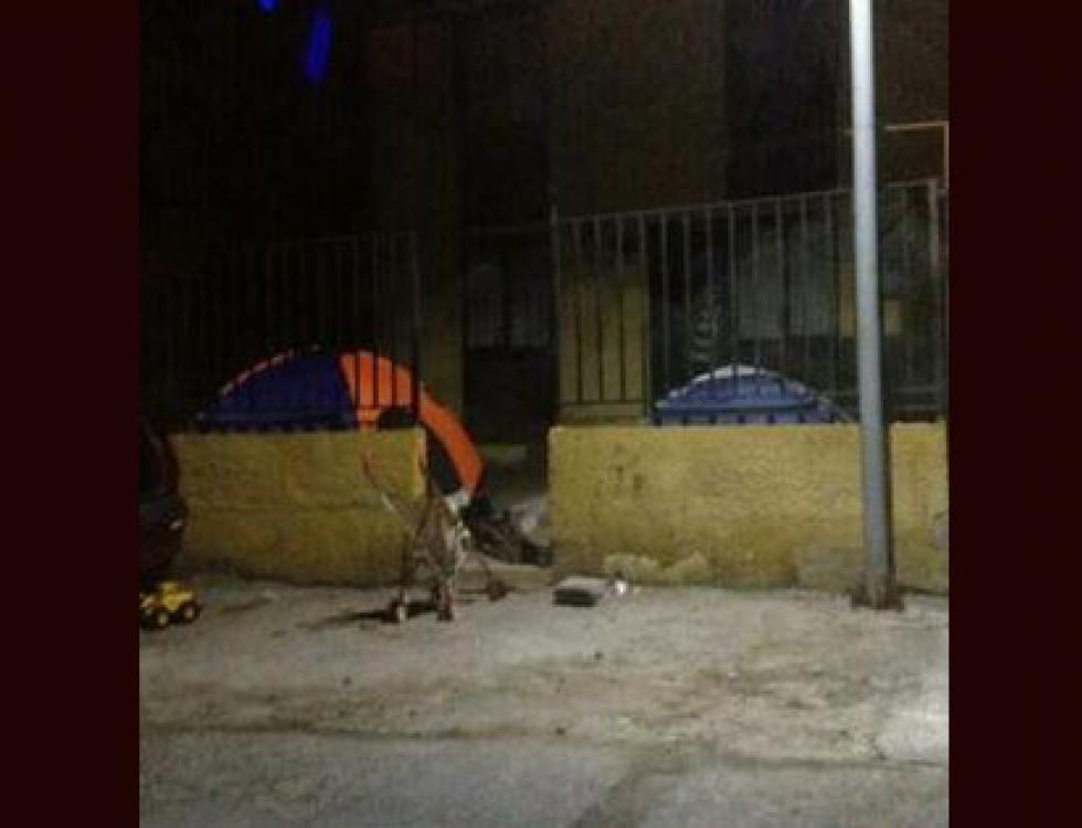 Muchas personas acamparon fuera de las estructuras colpasadas. Foto: Twitter