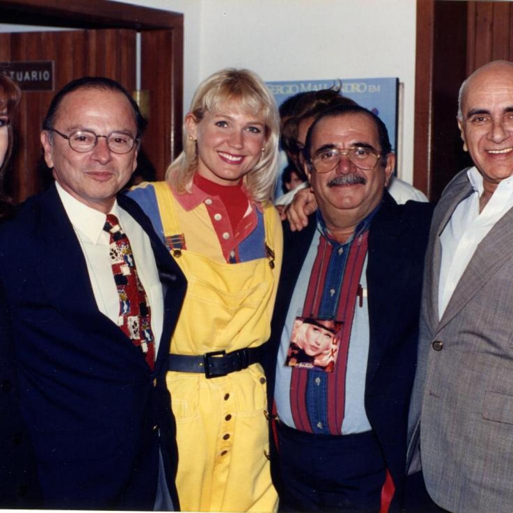 Teresa Arboleda, Xavier Alvarado y Mariano Merchán junto a XUXA.