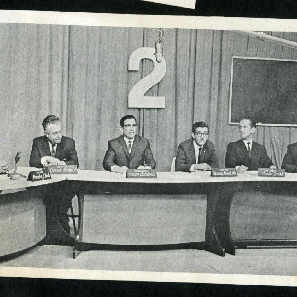 """""""Mesa redonda"""", uno de los primeros programas de debate de Ecuavisa."""