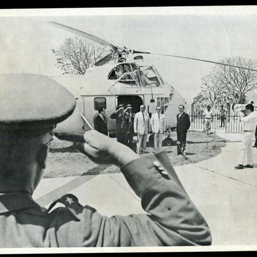 Llegada del presidente del Ecuador al canal en helicóptero.