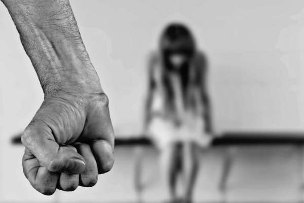 Presentan proyecto para erradicar violencia de género