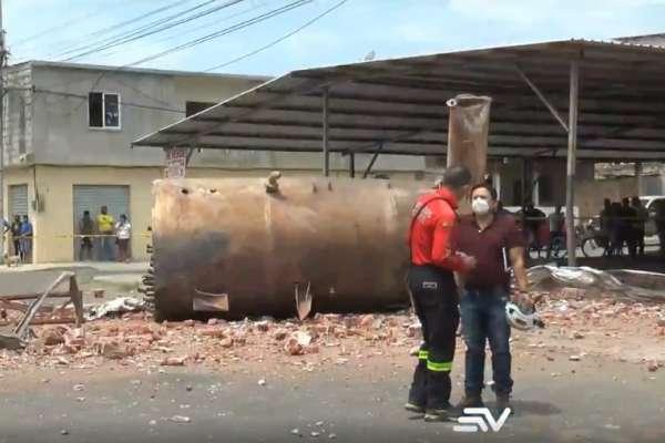 Al menos dos muertos tras explosión en fábrica de Manta