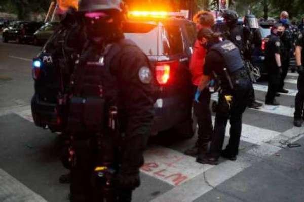 Recrudecen los choques entre manifestantes y policía en Portland