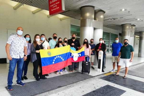 Latinoamericanos siguen estancados en EEUU por la pandemia