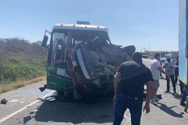 Tres muertos tras accidente en vía Santa Elena-Guayaquil
