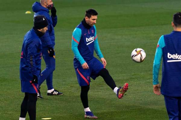 El PSG confirma interés por fichar a Leo Messi