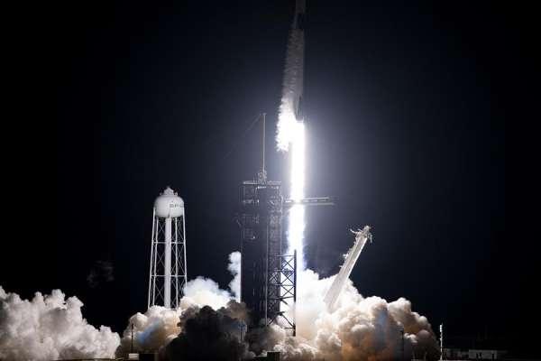 SpaceX lanza récord de satélites en un solo cohete